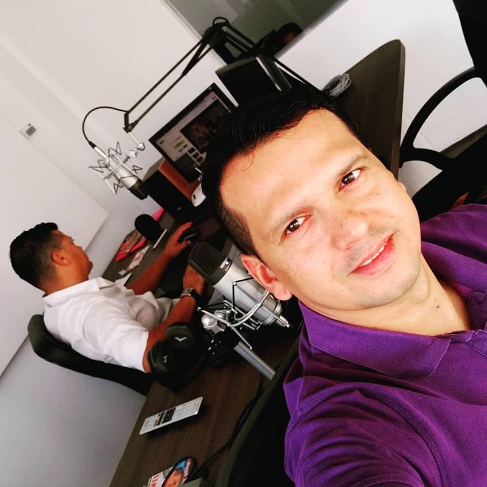 9.OSCAR IVAN FIESTA FM