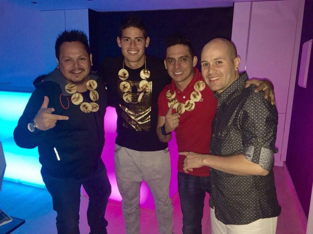 James_Rodriguez_con_Los_Cantores_de_Chipuco