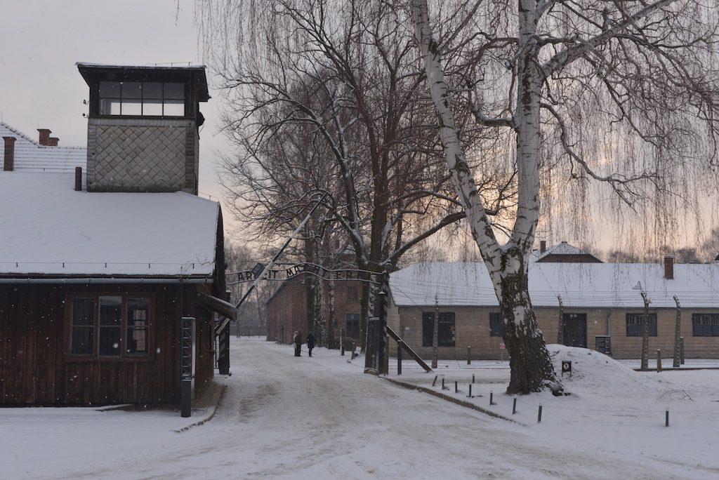 02-.Puerta de acceso a Auschwitz I - Foto por Pawel Sawicki © Auschwitz-Birkenau State Museum - Musealia